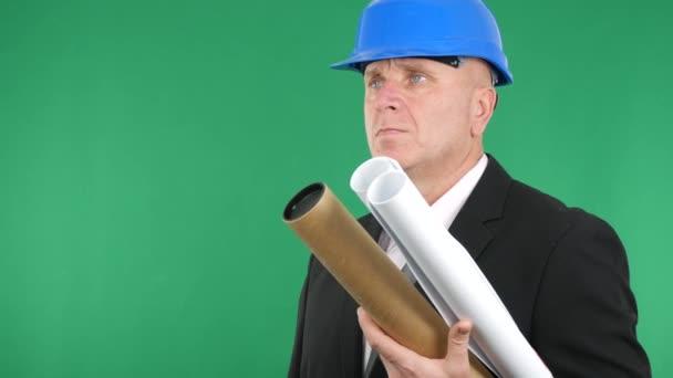 Ingegnere con piani e progetti Make mano gesto Thumbs Up Sign delluomo daffari.