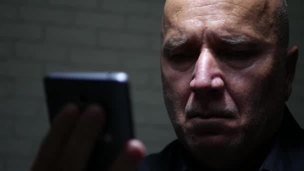 Rozčilený podnikatel snaží, aby telefonní hovor pomocí Mobile