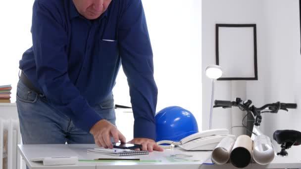 Mérnök kép a Design Room betesz rendelés Rajzeszközök az asztalon