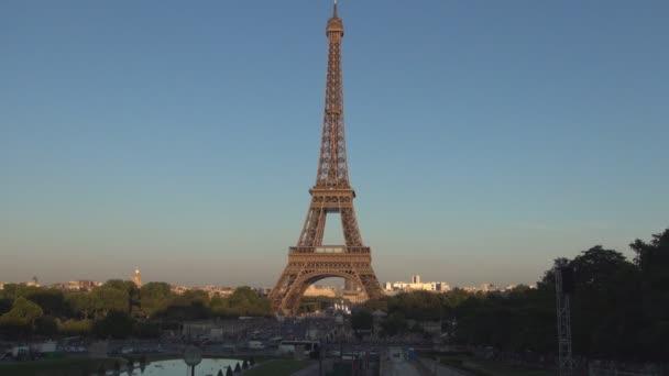 Paříž centrum v západu slunce světla s Eiffelovy věže a Seiny