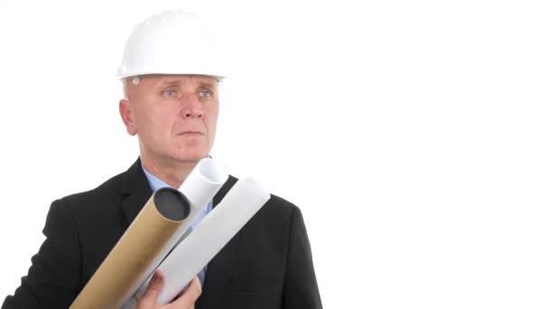 Sebevědomý inženýr s projekty a plány učinit vše v pořádku SOUHLASÍCE ruční gesta