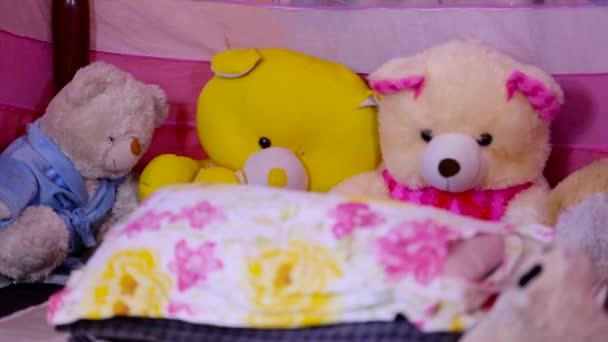 gyerekek hálószoba mackó az ágyban otthon