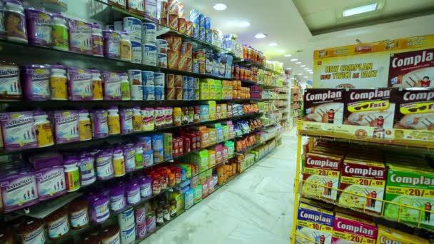 Chennai, Indie-duben 05, 2019: zdravotnické nápoje se prodávají v supermarketu. Vnitřní záběr městského supermarketu