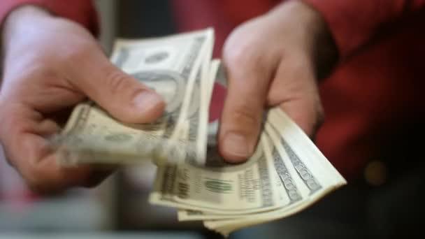 Zavřete busness člověka rukou, počítání peníze peníze. Úspěch v podnikání finance