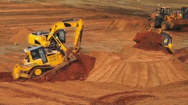 Stavební stroje a zařízení na těžby lomu. Těžební průmysl. Důlní stroje