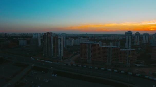 Panoramatické Panorama s mrakodrapy a budovy při východu slunce