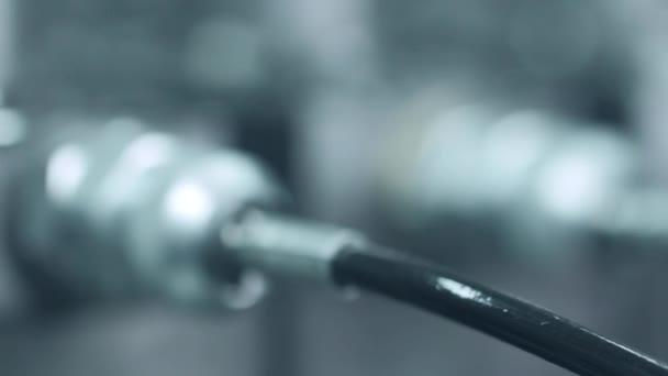 Tubi idraulici utilizzati in fabbrica. Primo piano dei tubi di pressione idraulica