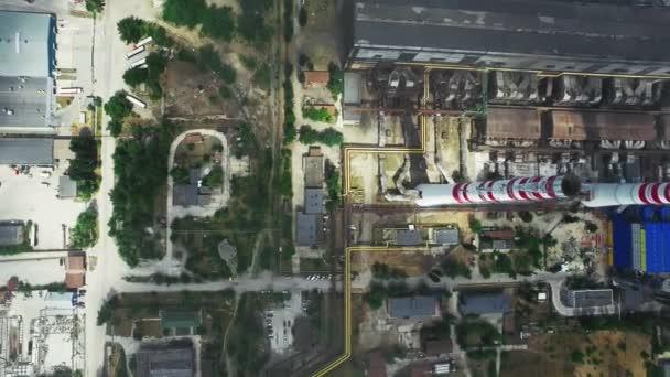 Fabrik mit Schornsteinen. Luftaufnahme des Kraftwerks