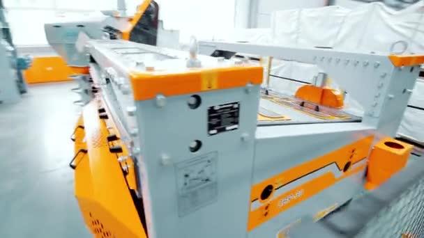 Berendezés automatizált feldolgozáshoz. Új Fémmegmunkáló gép a modern műhelyekben