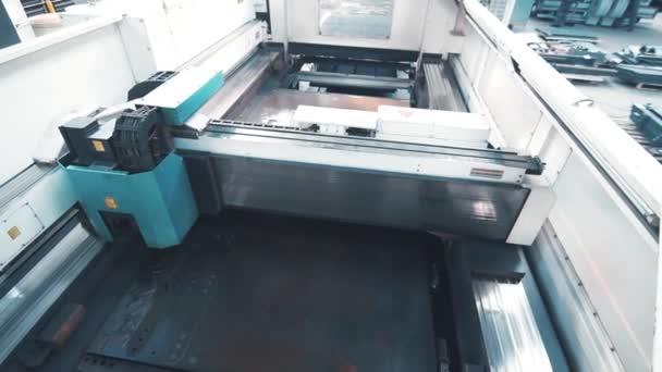 Macchina per lincisione laser. Attrezzature industriali per la lavorazione dei metalli
