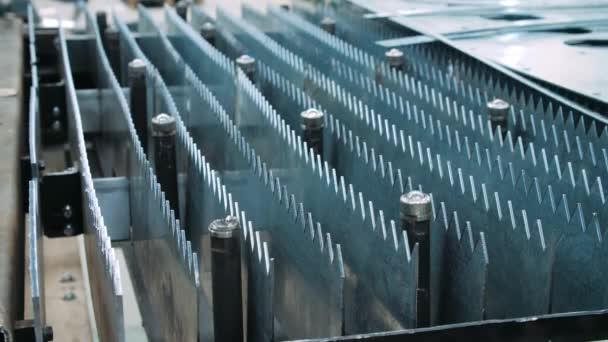 Industrial equipment for metalworking with sharp metal workpieces