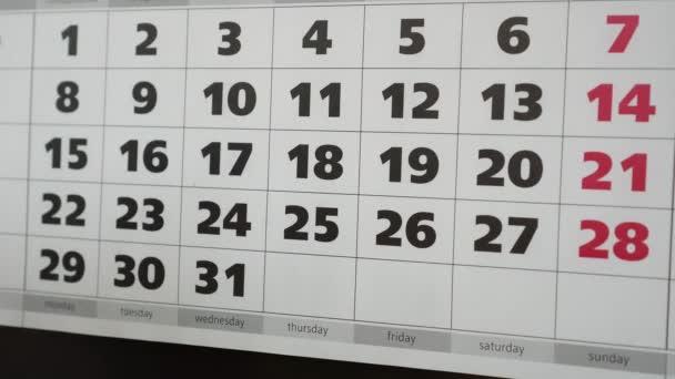 Obchod, nápis na štítku a kalendář