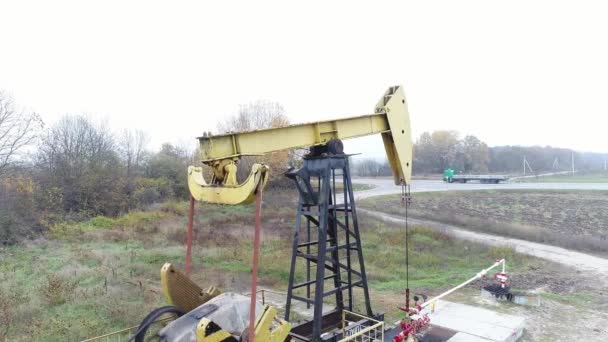 Rocking pump for pumping oil or gas  Oil production in Russia