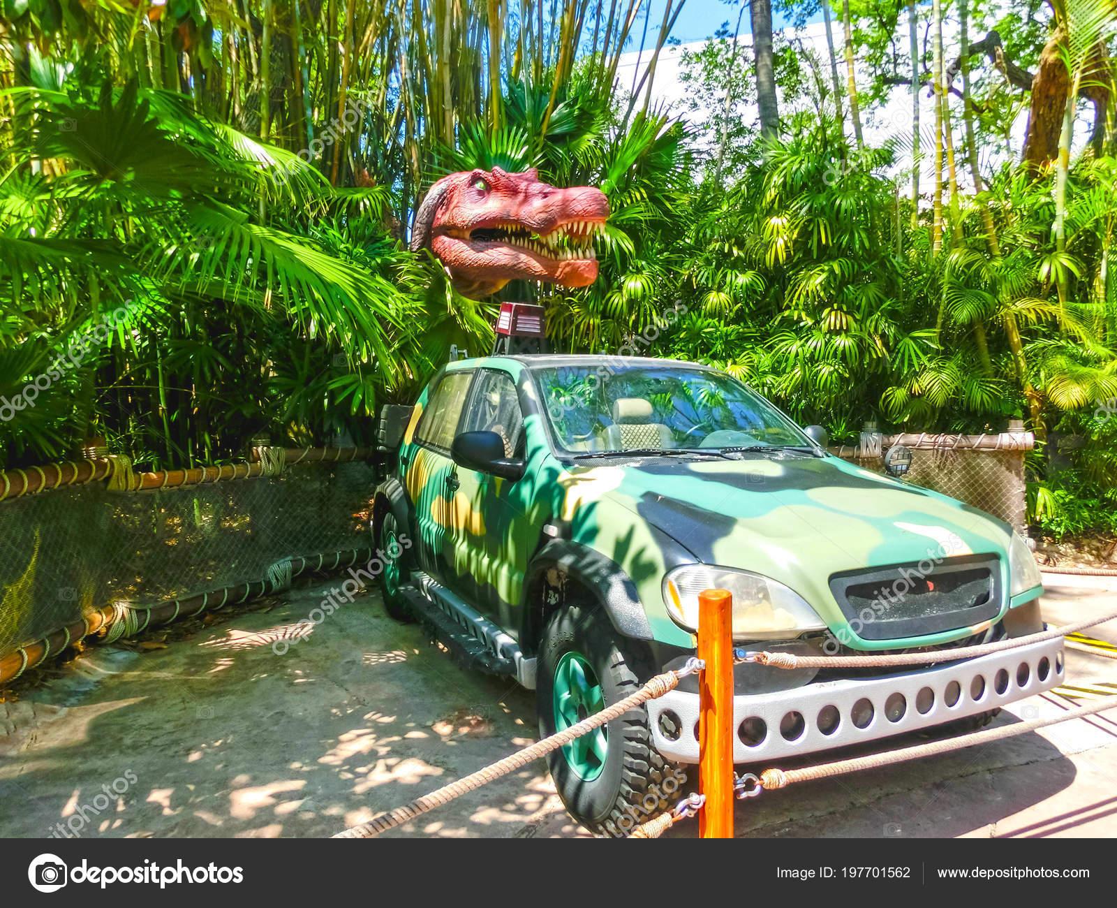 Orlando Florida May 09 2018 Jurassic Park Dinosaur And Jeep At Universal Studios Islands Of Adventure Theme Park Stock Editorial Photo C Marina113 197701562 Artículos, videos, fotos y el universo salvaje ha llegado a los parques de universal studios con dinosaurios animatrónicos tridimensionales. https depositphotos com 197701562 stock photo orlando florida may 09 2018 html