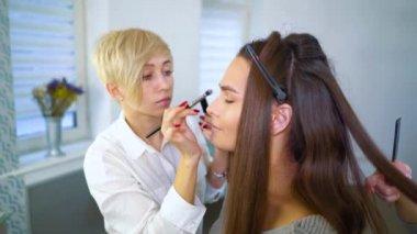 Młode lesbijki fryzura