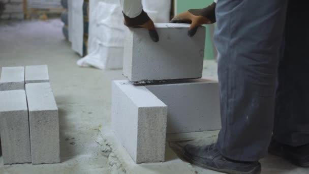 Geringe Chance für Bauarbeiter, Porenbeton zu verlegen