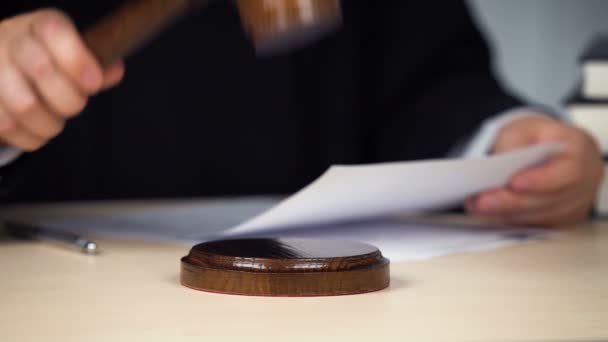 Judge striking gavel, beginning or end of proceeding, attention, hands closeup