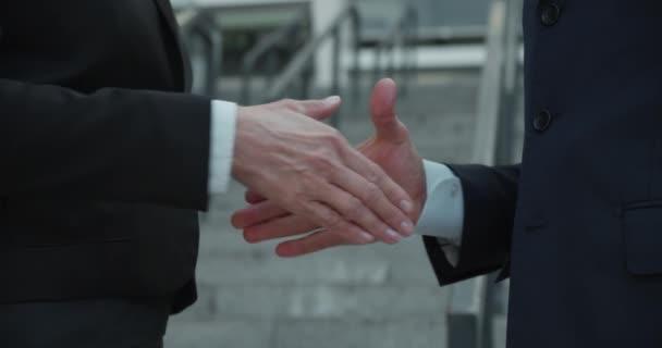Close-up of business handshake, beginning of effective cooperation, teamwork
