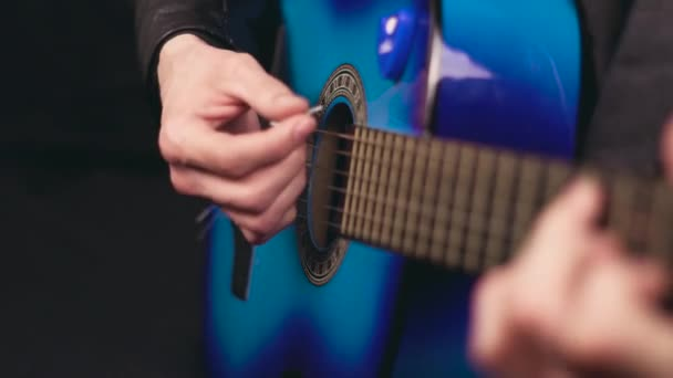 hrát na kytaru s trsátko