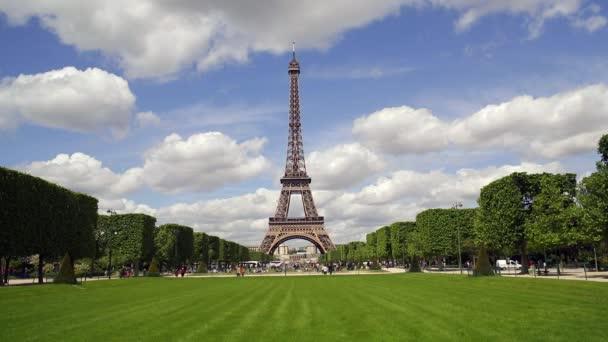 Parc du Champ de Mars, Eiffel Tower, Paříž, Francie