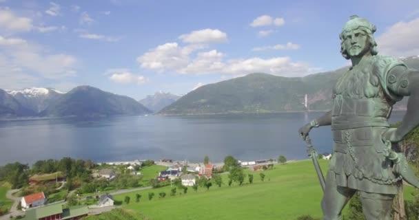 Bronzová socha Frithiofa, Vangsnese, Sognefjorda, Sogn og Fjordane, Norsko