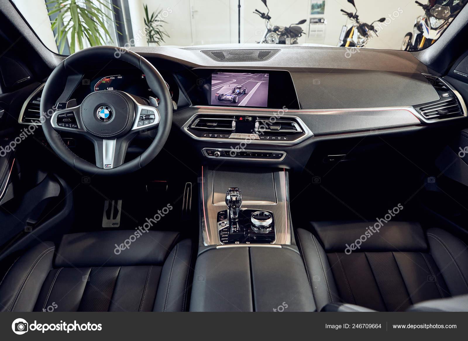 Fabruary 2018 Vinnitsa Ucrania Nova Apresentacao Carro Bmw Showroom Interior Fotografia De Stock Editorial C Bondvit 246709664