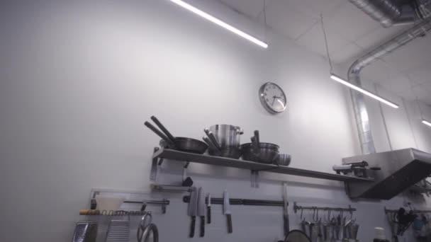 Professzionális konyha az étteremben, konyhai termékek részletezése