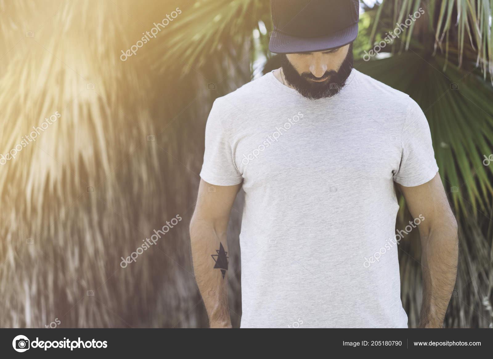 8d799f13467d0 depositphotos 205180790-stock-photo-bearded-muscular-hipster-man-model.jpg