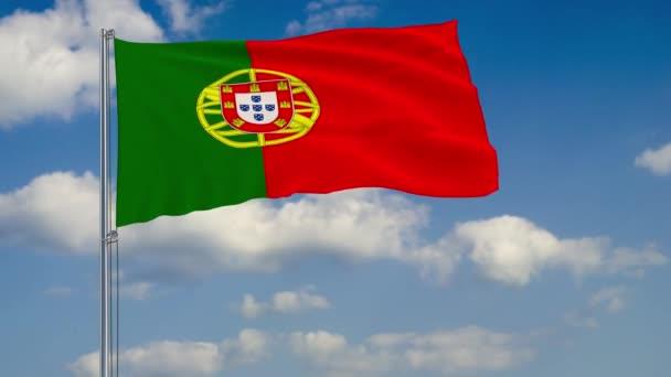 Háttérben a felhők Portugália zászlaja