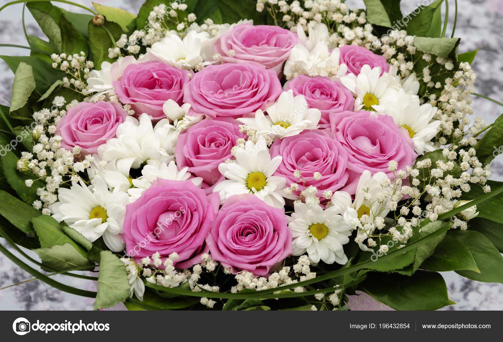 beau bouquet fleurs diff rentes des roses des. Black Bedroom Furniture Sets. Home Design Ideas