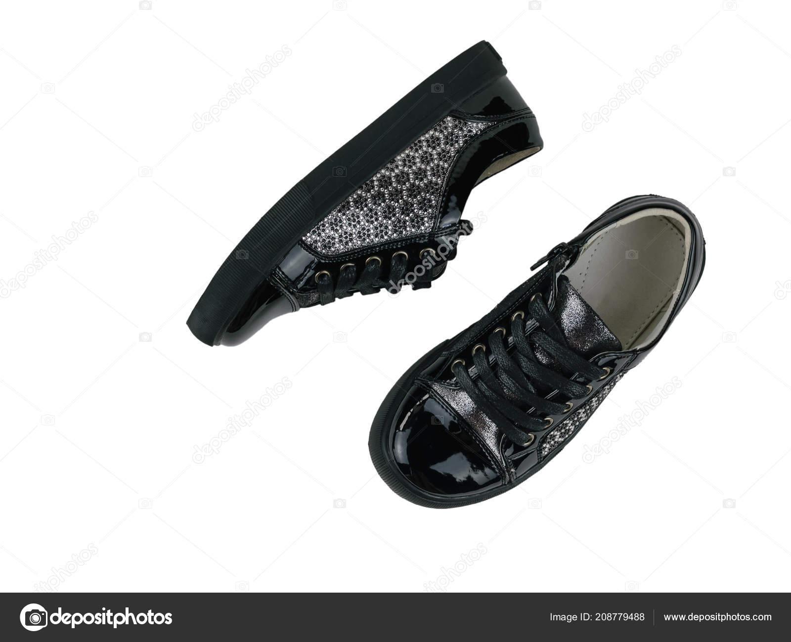 5b56f71f175 Ζευγάρι μαύρα παιδιά αθλητικά παπούτσια ύφους που απομονώνονται σε λευκό  φόντο. Παιδικά Αθλητικά παπούτσια. Επίπεδη θέσει — Εικόνα από ...