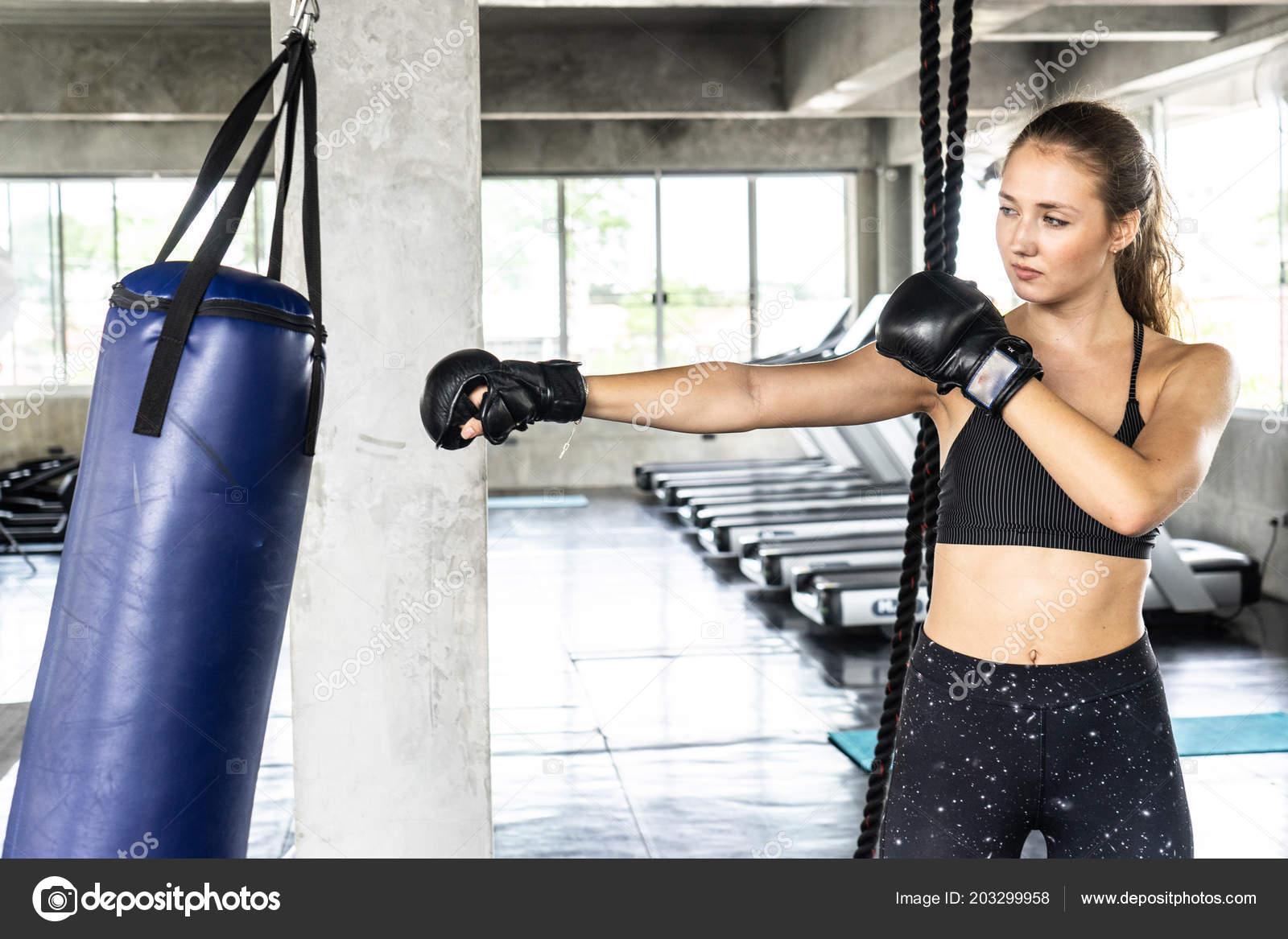 Boxe Des Elle Exercices Faire Avec Femme Sac 3Aj54RL