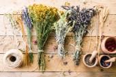 Suché byliny, dřevěné byliny suché, levandule a Malty, levandule a Malty, obrobku, vůně, vůně, dřevěný stůl obrobku