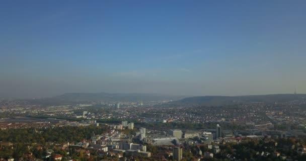 Havadan görünümü şehir, Stuttgart Almanya'da Baden Wrttemberg yaz aylarında dron görüntüleri