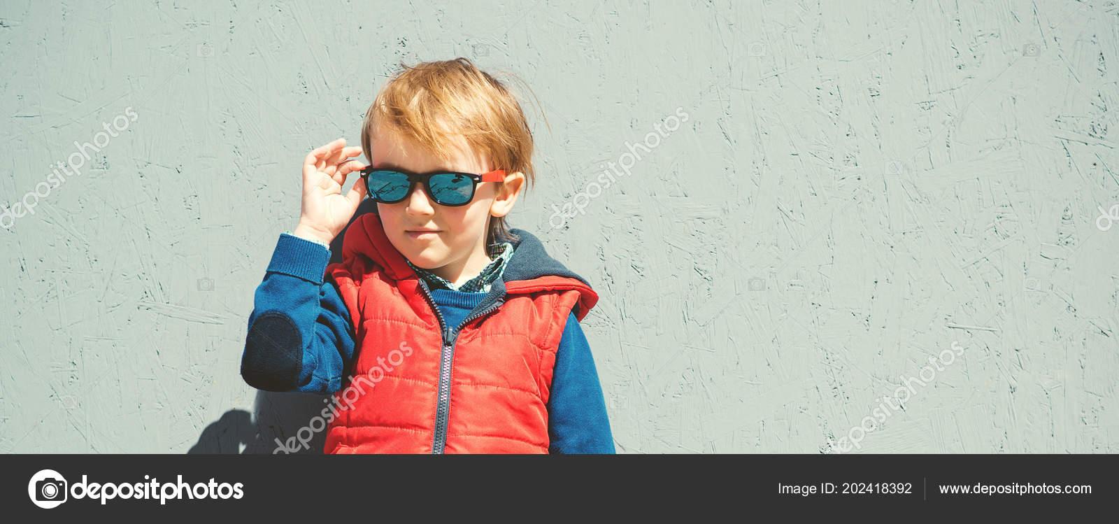 ddc303aa11e4 Stylish Kid Trendy Sunglasses Kids Fashion Cute Little Blondy Boy — Stock  Photo