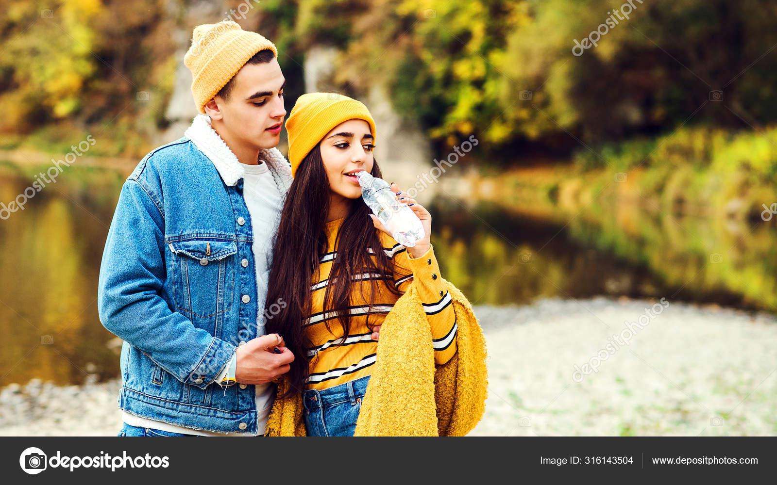 https://st4.depositphotos.com/8186610/31614/i/1600/depositphotos_316143504-stock-photo-young-couple-in-love-on.jpg