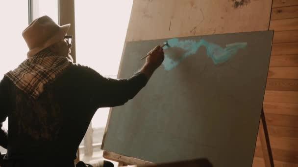 un professeur de peinture professionnel montre comment appliquer peinture lhuile sur toile - Comment Appliquer De La Peinture