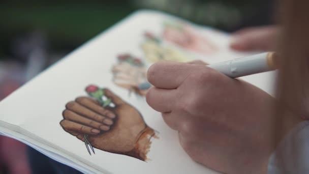 zár megjelöl szemcsésedik-ból egy jegyzettömböt, rajzokkal, a művész részt vesz ábrázoló művészet