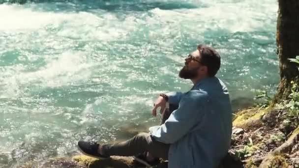 Turistické relaxační na řece.