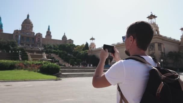Turista fényképeztem a smartphone városnézés.