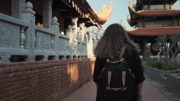 Zkoumání asijské a buddhistické architektury. Ho Quoc Pagoda ve Vietnamu