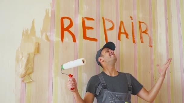 Fröhlich springt und tanzt der Maler neben der Inschrift. bekam eine gute Ordnung, Erfolg.