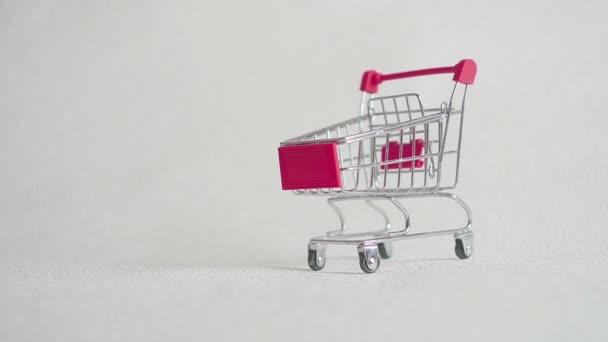 nákupní košík s autem, koupit auto.