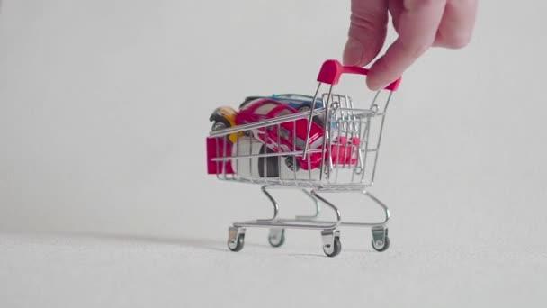 nákupní košík s autem, koupit auto