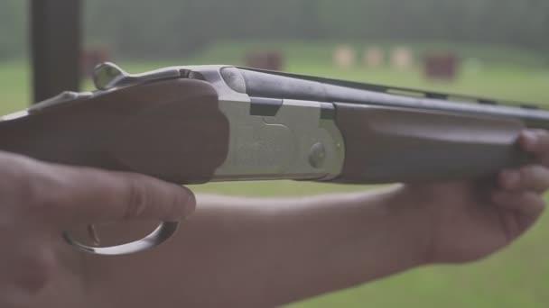 shooter célja a vadászat puska. Férfi vadász vadászpuskával
