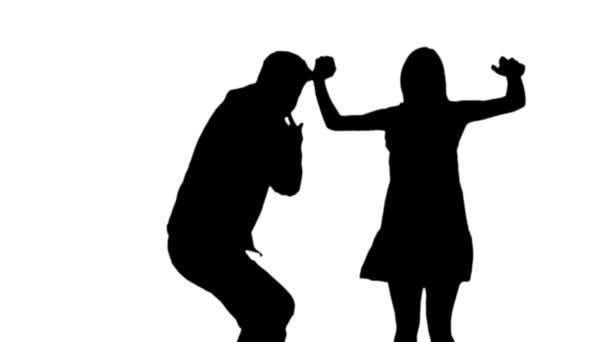 Slow-Motion Silhouette, springen und tanzen von einem Mann und einer Frau.