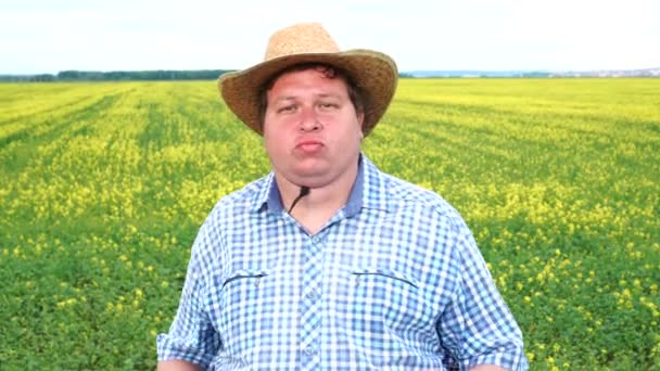 Americký Textanský muž tanec energický klobouk a farmář taneční oděvy na poli za slunečného dne