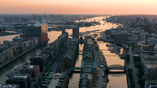 Stadtbild von Hamburg vor Sonnenuntergang