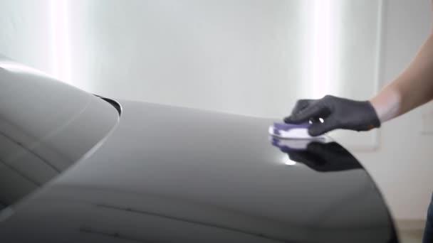 videa černé kapuce