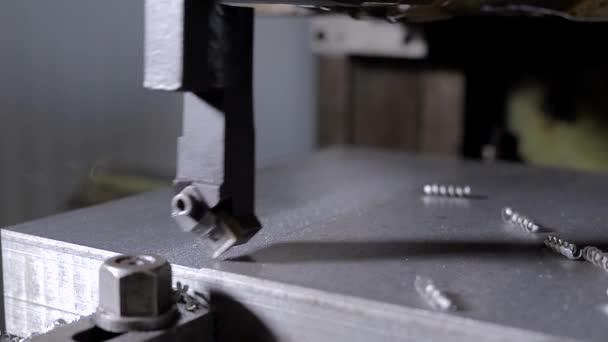 Tryskací stroje pro zpracování plechů a profilů